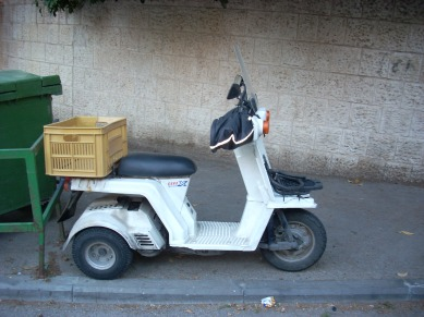 Lego moped